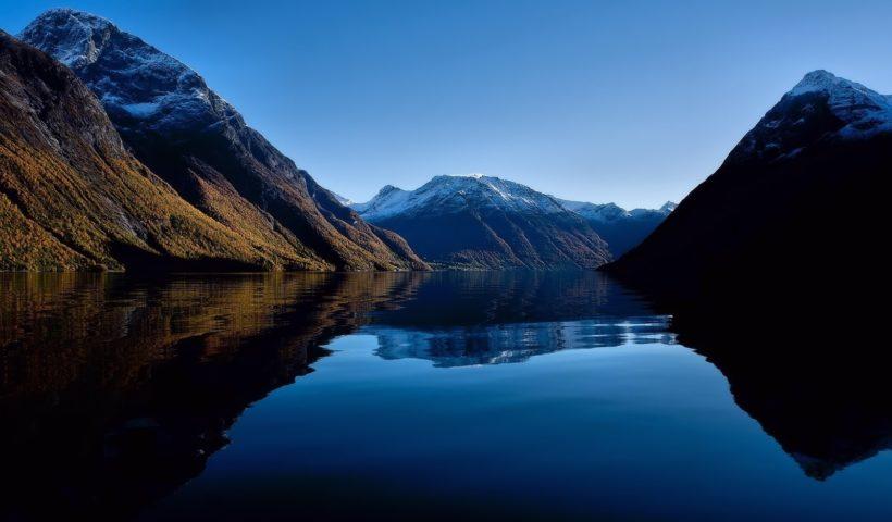 Фьорды и скалы Норвегии